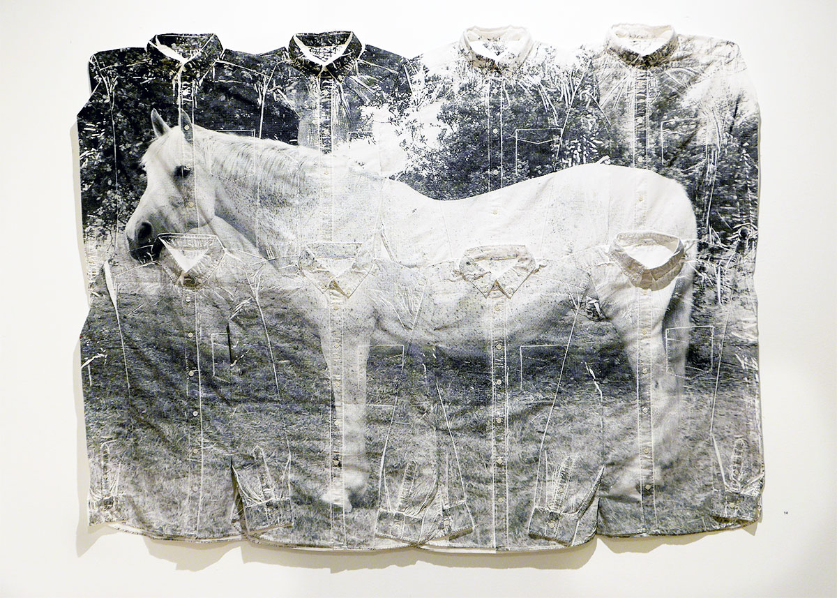 8 skjortor = 1 häst, screentryck på textil, 135 x 170 cm, Pris: 24.000:-