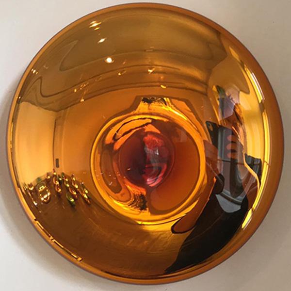 Fredrik Vestergård, Nr 5, 33 cm i diameter. Munblåsta iunderfångsteknik och försilvrad insida. Fästanordning i rostfristål med M8 fästning för montering. Pris: 10.000:-