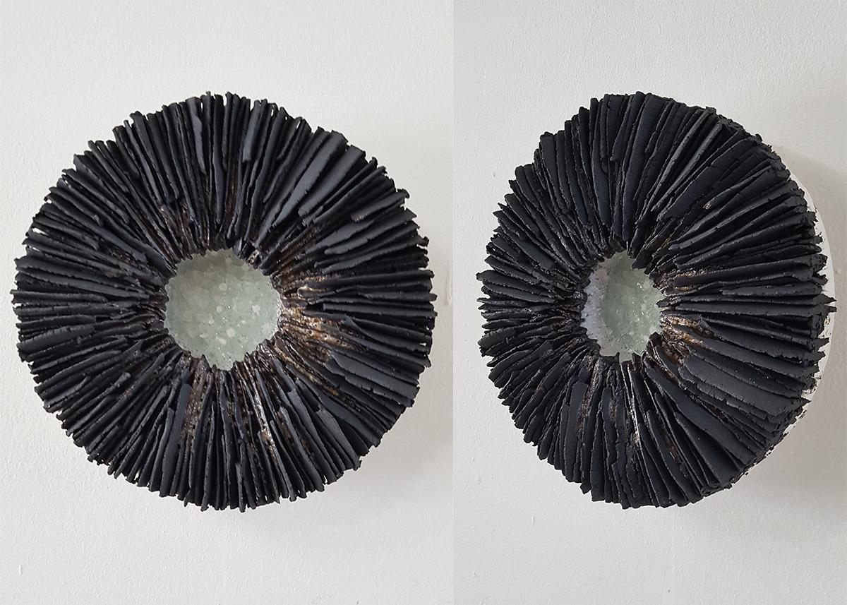 Hanna Järlehed Hyving, Litet fat, 18 cm i diameter. Reduktionsbränd svart stengodslera. Transparent lergodsglasyr. Pris: 4.000:-